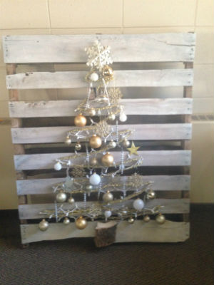 16treeauction-pallet